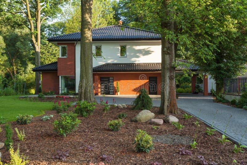 Σπίτι στα δέντρα στοκ εικόνα