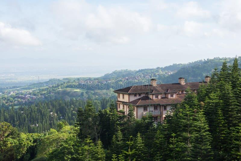 Σπίτι στις κορυφογραμμές βουνών στοκ εικόνες