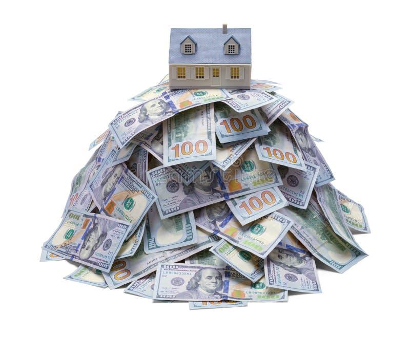Σπίτι στο σωρό χρημάτων στοκ εικόνες