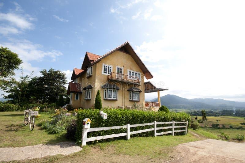 Σπίτι στο Hill στοκ φωτογραφία με δικαίωμα ελεύθερης χρήσης