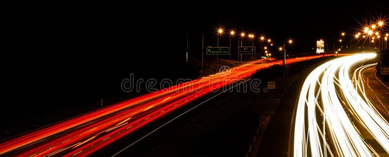 Σπίτι τίτλων ιχνών φωτεινού σηματοδότη αυτοκινητόδρομων στοκ εικόνες