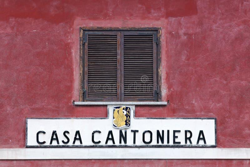 Σπίτι του παλαιού οδικού επιθεωρητή στην Ιταλία στοκ εικόνες