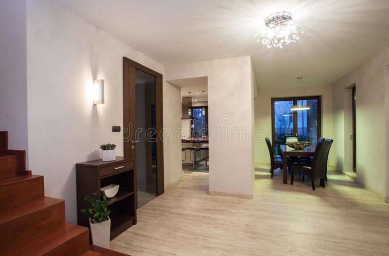 Σπίτι τραβερτινών - διάδρομος στοκ φωτογραφία με δικαίωμα ελεύθερης χρήσης