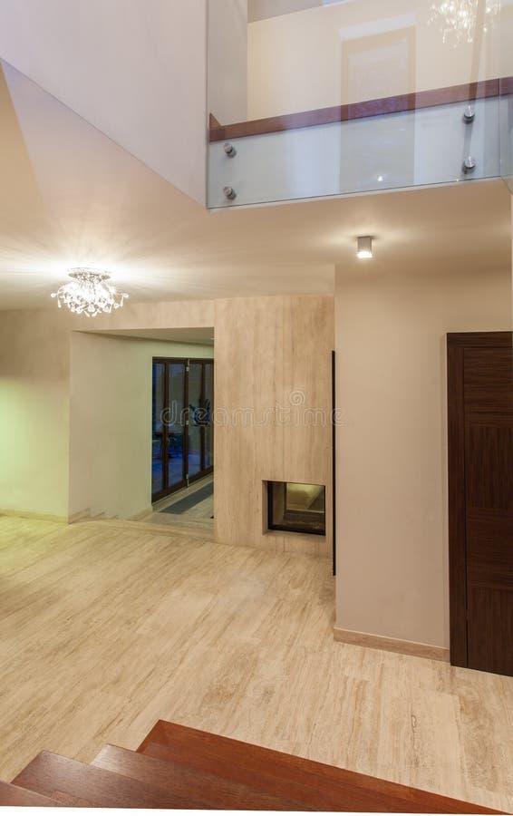 Σπίτι τραβερτινών - διάδρομος στοκ εικόνα με δικαίωμα ελεύθερης χρήσης