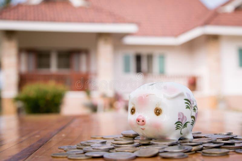 Download σπίτι τραπεζών piggy στοκ εικόνα. εικόνα από οικονομικός - 62720379