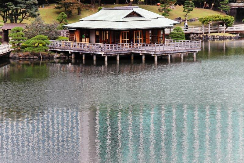 Σπίτι τσαγιού στο νερό στοκ εικόνα με δικαίωμα ελεύθερης χρήσης