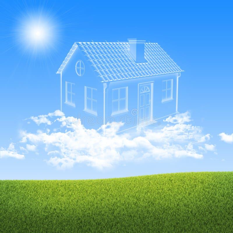 Σπίτι των σύννεφων στον ουρανό πέρα από την πράσινη χλόη στοκ εικόνες