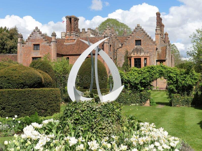 Σπίτι φέουδων Chenies, ένας βαθμός Tudor απαρίθμησα την οικοδόμηση, στην άνοιξη στοκ εικόνες