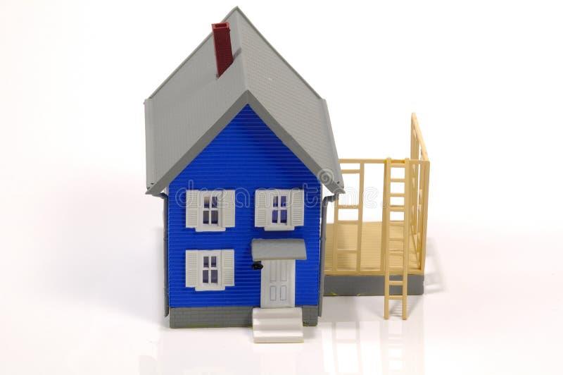Download σπίτι 2 προσθηκών στοκ εικόνα. εικόνα από μικροσκοπικός - 76971