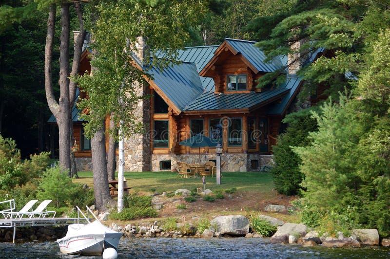 σπίτι lakefront στοκ εικόνες