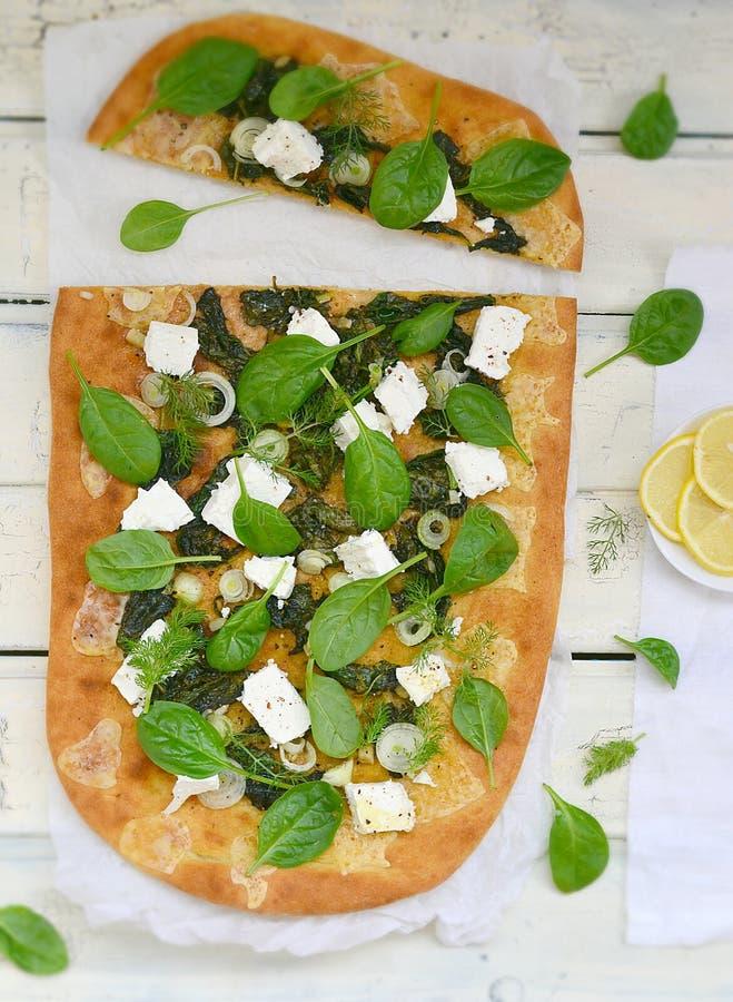 Σπανάκι και πίτσα φέτας στοκ φωτογραφίες με δικαίωμα ελεύθερης χρήσης