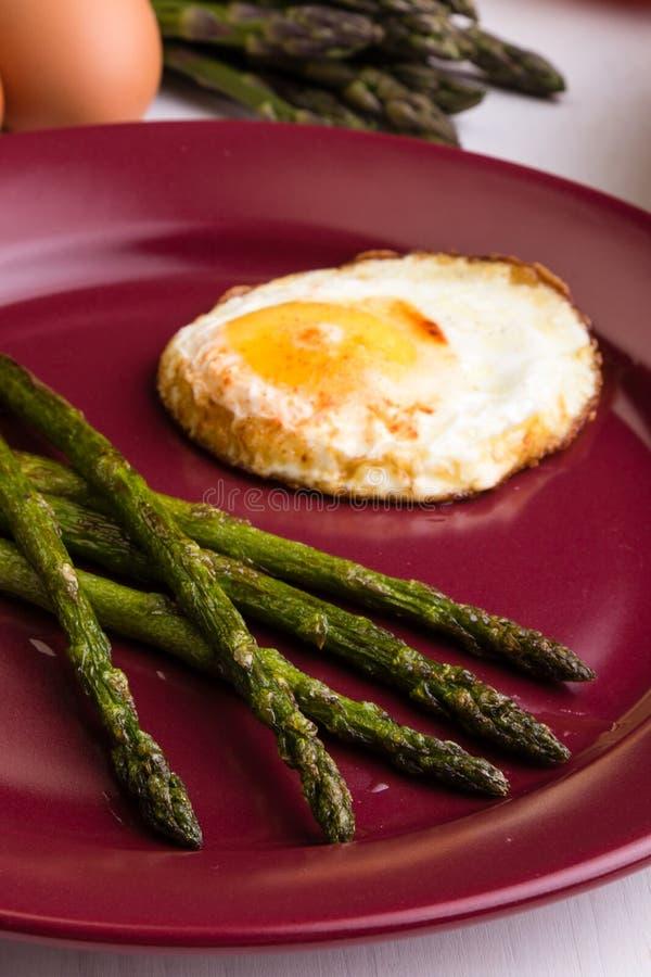 Σπαράγγι με το αυγό στοκ εικόνες