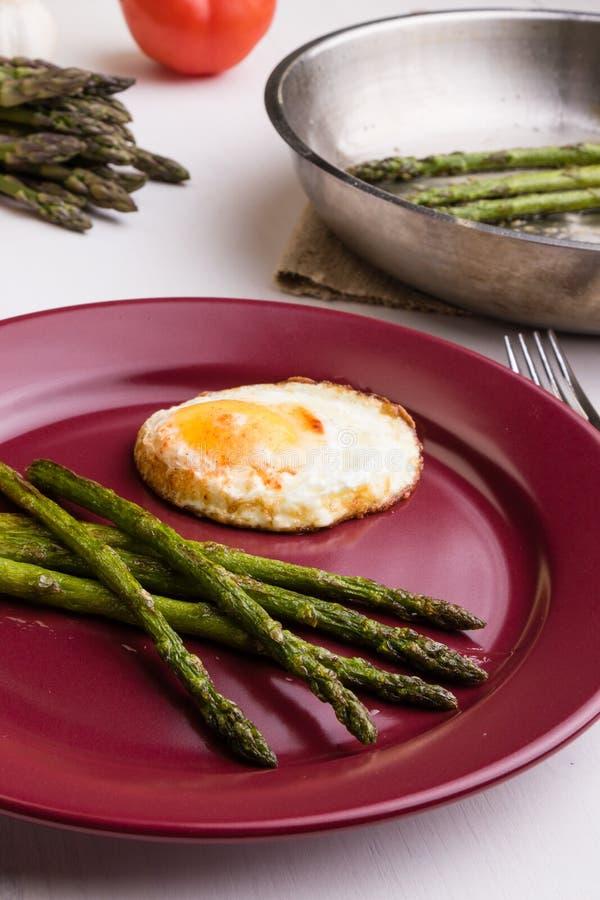 Σπαράγγι με το αυγό στοκ φωτογραφία με δικαίωμα ελεύθερης χρήσης