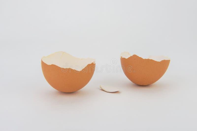 Σπασμένα και ραγισμένα αυγά στοκ φωτογραφία με δικαίωμα ελεύθερης χρήσης