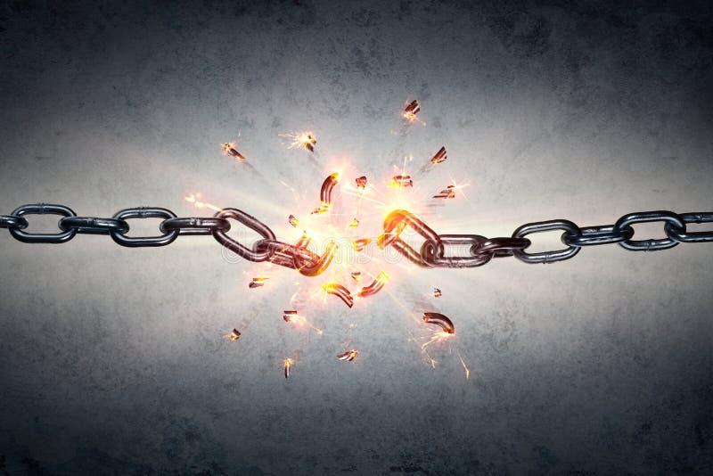 Σπασμένη αλυσίδα - ελευθερία και χωρισμός στοκ εικόνα