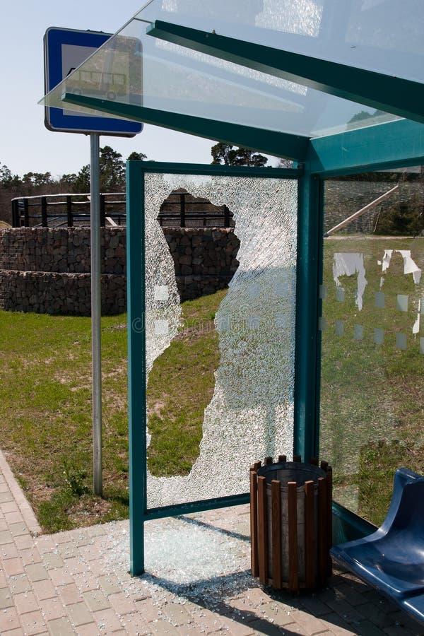 σπασμένη στάση λεωφορείο& στοκ φωτογραφίες