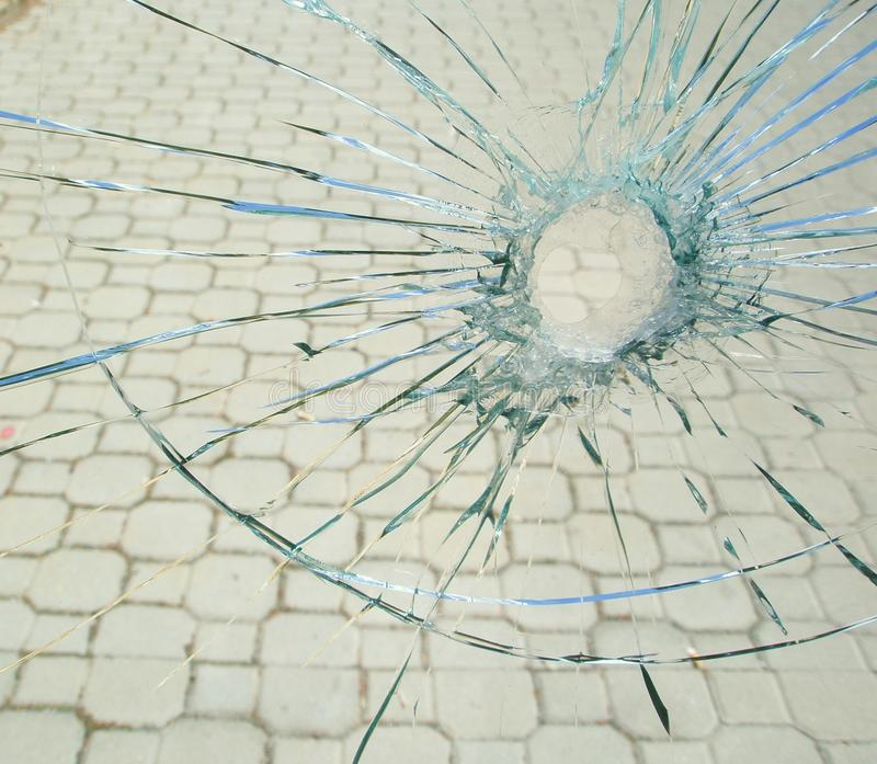 σπασμένη τρύπα γυαλιού σφα στοκ φωτογραφίες