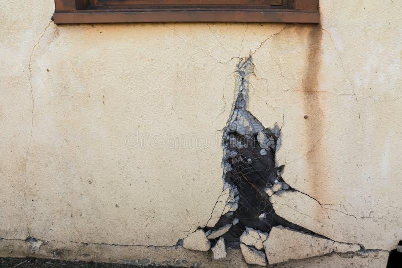 Σπασμένος στόκος στο παλαιό κτήριο στοκ φωτογραφία