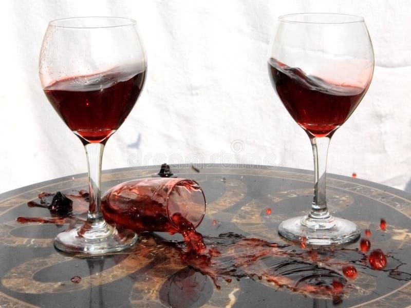 σπασμένο κρασί γυαλιού στοκ εικόνα με δικαίωμα ελεύθερης χρήσης