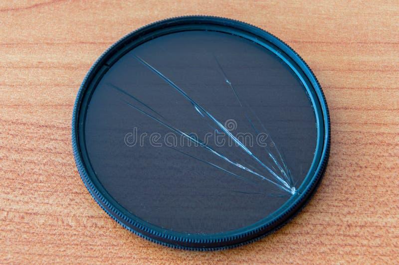 Σπασμένο κυκλικό φίλτρο πόλωσης Χαλασμένο φίλτρο CPL στοκ εικόνα με δικαίωμα ελεύθερης χρήσης