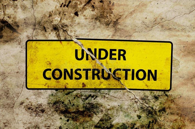 σπασμένο σημάδι κατασκευής κάτω διανυσματική απεικόνιση