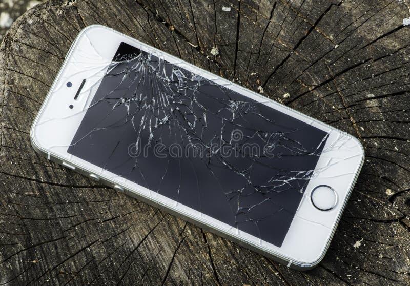 σπασμένο iphone στοκ φωτογραφία με δικαίωμα ελεύθερης χρήσης