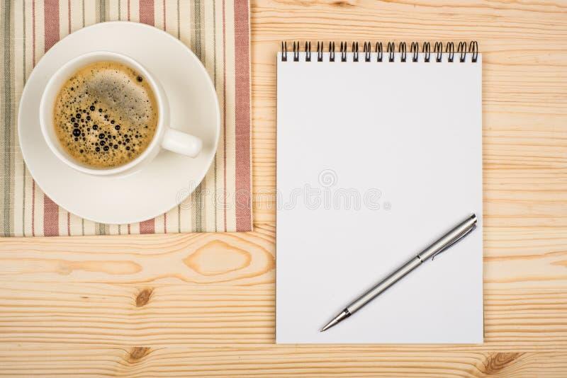 σπείρα πεννών σημειωματάρι&om στοκ φωτογραφίες με δικαίωμα ελεύθερης χρήσης