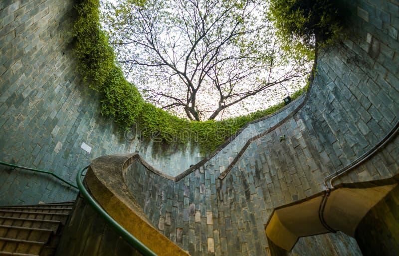 Σπειροειδής σκάλα υπόγεια στο κονσερβοποιώντας πάρκο οχυρών, Σιγκαπούρη στοκ φωτογραφία με δικαίωμα ελεύθερης χρήσης