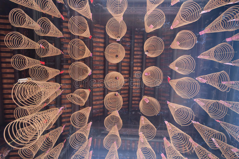 Σπειροειδές θυμίαμα στο ναό Thien Hau στη πόλη Χο Τσι Μινχ, Βιετνάμ στοκ εικόνα