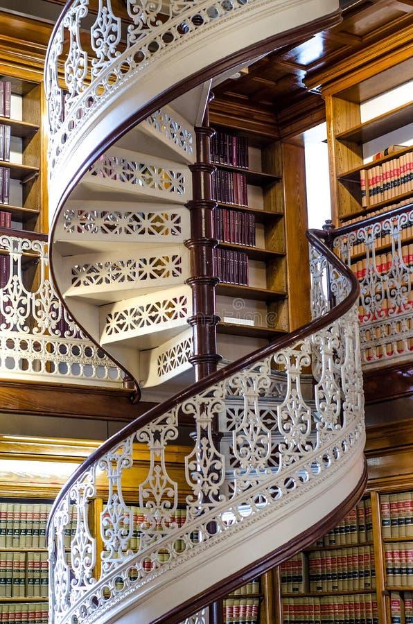 Σπειροειδής σκάλα στη βιβλιοθήκη νόμου στο κράτος Capitol της Αϊόβα στοκ φωτογραφίες με δικαίωμα ελεύθερης χρήσης