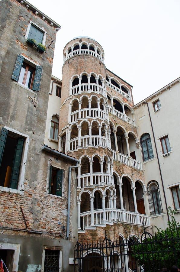 Σπειροειδής σκάλα Contarini del Bovolo, Βενετία, Ιταλία στοκ εικόνα