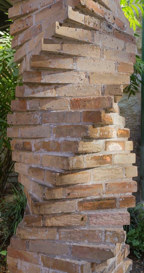 Σπειροειδής στήλη τούβλου στοκ φωτογραφία με δικαίωμα ελεύθερης χρήσης