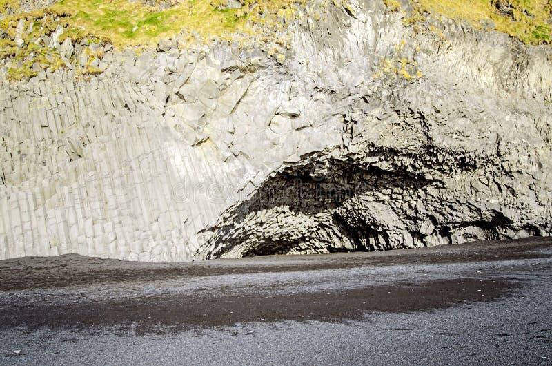 Σπηλιά Ισλανδία στηλών βράχου βασαλτών στοκ εικόνες με δικαίωμα ελεύθερης χρήσης