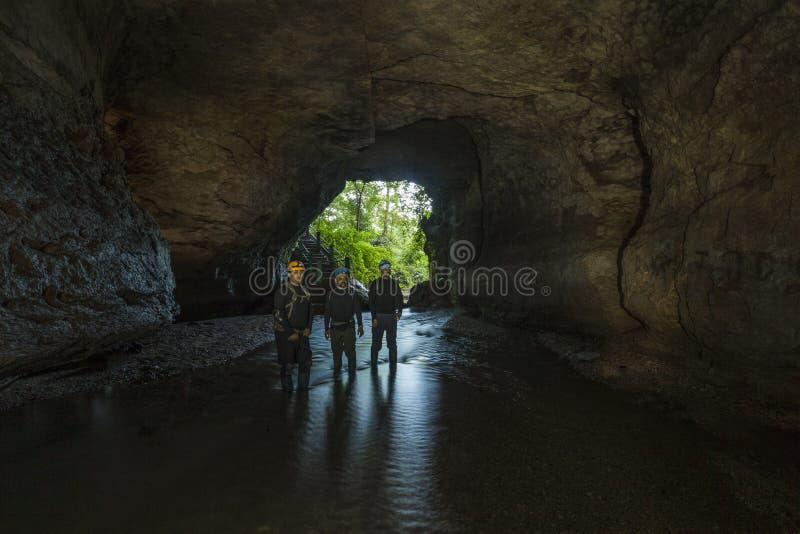 Σπηλιά Siju, Meghalaya, Ινδία στις 6 Οκτωβρίου 2015: Ανασκαφή της εξερεύνησης μέσα στη σπηλιά Siju στοκ φωτογραφίες με δικαίωμα ελεύθερης χρήσης