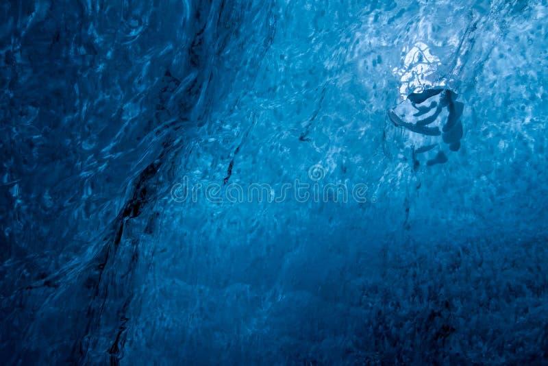 Σπηλιά πάγου κρυστάλλου κοντά σε Jokulsarlon στοκ εικόνες με δικαίωμα ελεύθερης χρήσης