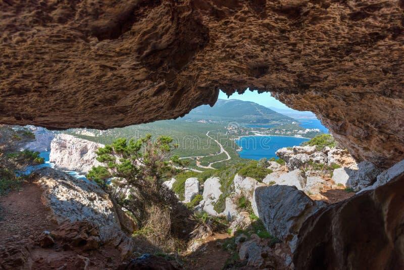 Σπηλιά στην ακτή Capo Caccia στοκ φωτογραφία