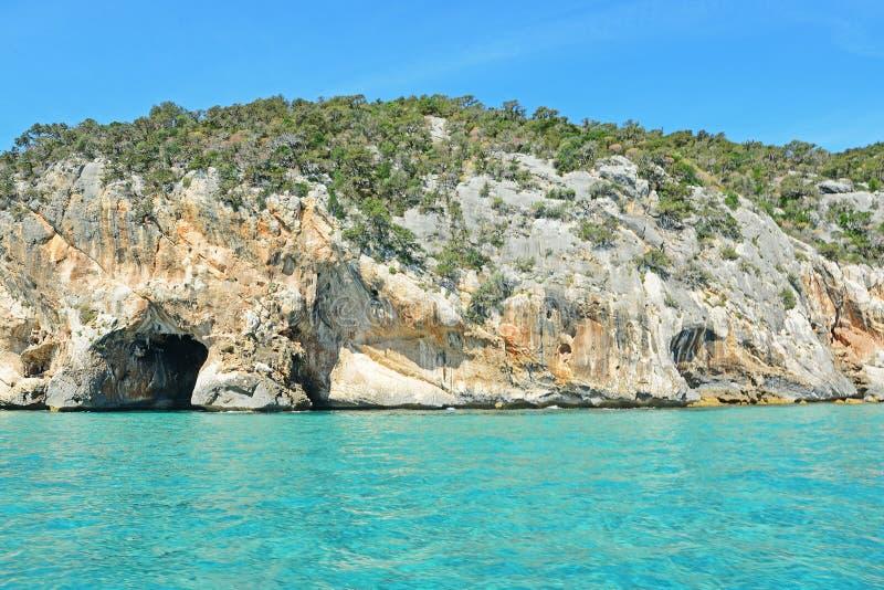 Σπηλιά στο νερό στοκ φωτογραφία με δικαίωμα ελεύθερης χρήσης