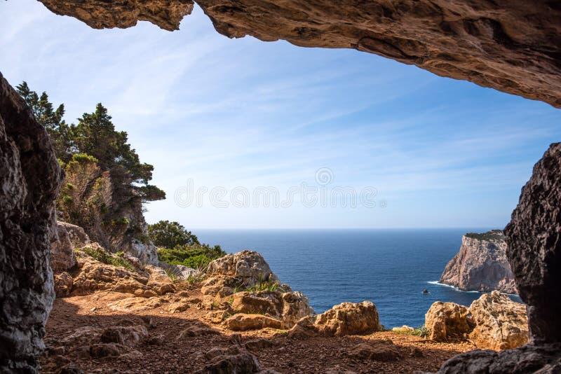 Σπηλιά Rotti Vasi στην ακτή Capo Caccia στοκ εικόνες