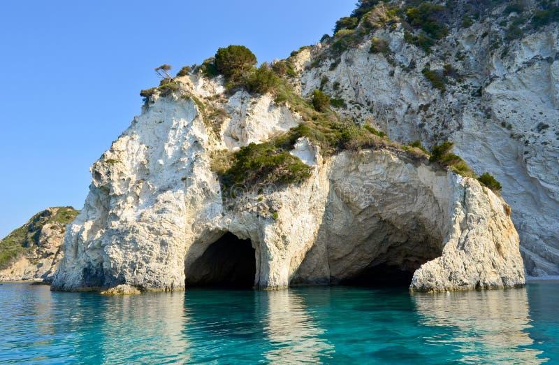 Σπηλιές θάλασσας στο νησί Marathonisi στοκ φωτογραφία με δικαίωμα ελεύθερης χρήσης