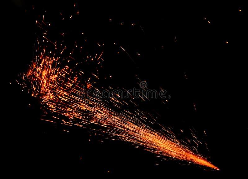 Σπινθήρες της πυρκαγιάς στο Μαύρο στοκ φωτογραφίες με δικαίωμα ελεύθερης χρήσης