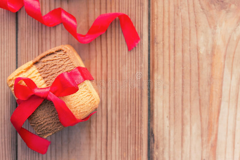 Σπιτικά μπισκότα με ένα τόξο στοκ φωτογραφία
