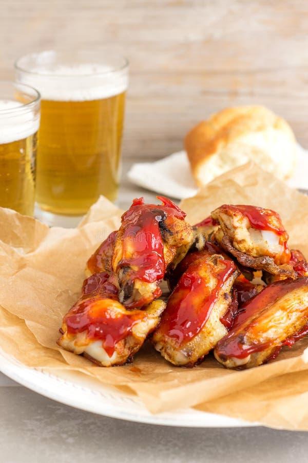 Σπιτικά πικάντικα φτερά κοτόπουλου στοκ φωτογραφίες με δικαίωμα ελεύθερης χρήσης