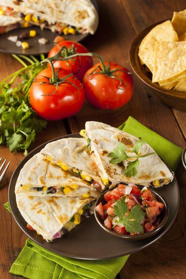 Σπιτικά τυρί και φασόλι Quesadilla στοκ φωτογραφία