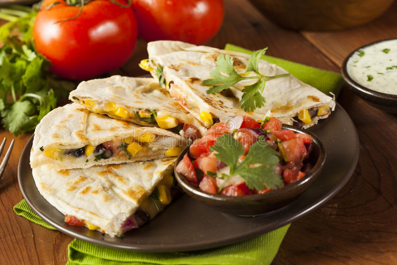 Σπιτικά τυρί και φασόλι Quesadilla στοκ φωτογραφίες