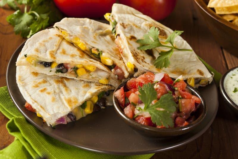 Σπιτικά τυρί και φασόλι Quesadilla στοκ εικόνα