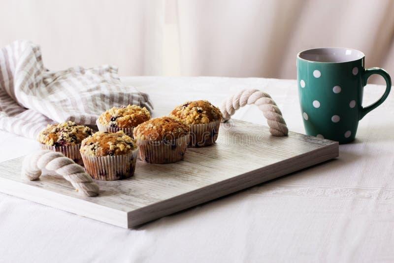 σπιτικά muffins βατόμουρων στοκ φωτογραφία με δικαίωμα ελεύθερης χρήσης