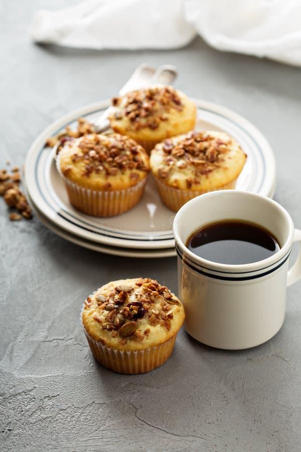 Σπιτικά muffins granola για το πρόγευμα στοκ εικόνα