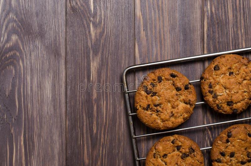 Σπιτικά oatmeal μπισκότα στην ψύξη του ραφιού r fla στοκ φωτογραφία με δικαίωμα ελεύθερης χρήσης