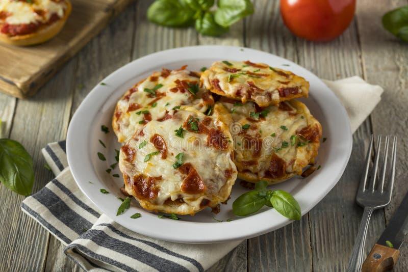 Σπιτικά Pepperoni μίνι Bagels πιτσών στοκ φωτογραφία με δικαίωμα ελεύθερης χρήσης