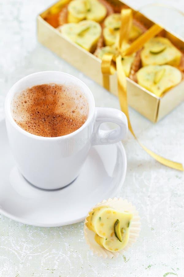 Σπιτική άσπρη καρδιά καραμελών σοκολάτας στοκ φωτογραφίες με δικαίωμα ελεύθερης χρήσης
